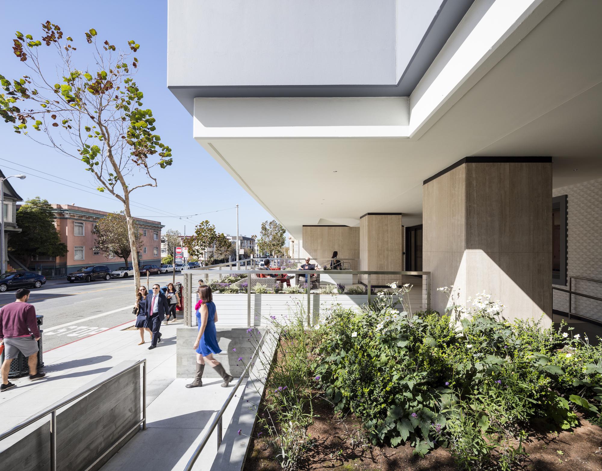Exterior Ramp Summit Medical building renovation ©brick-inc