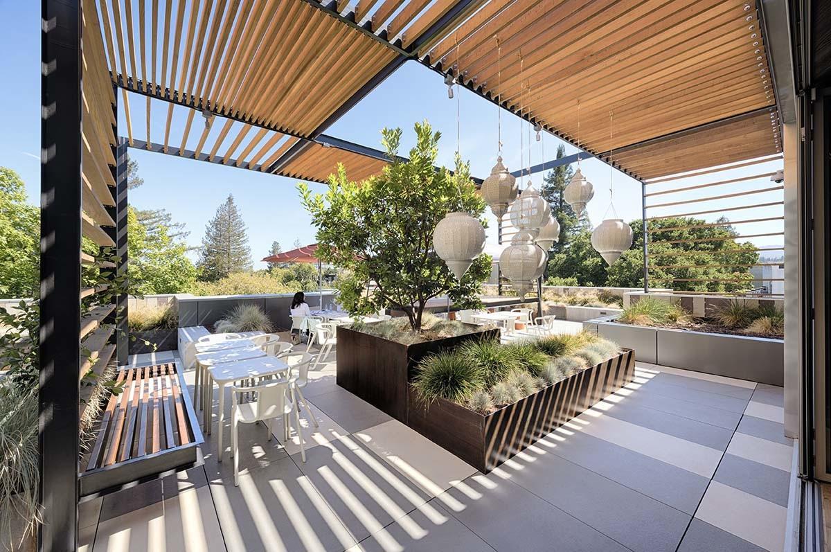 Exterior entrance and windows of office building Visa Palo Alto